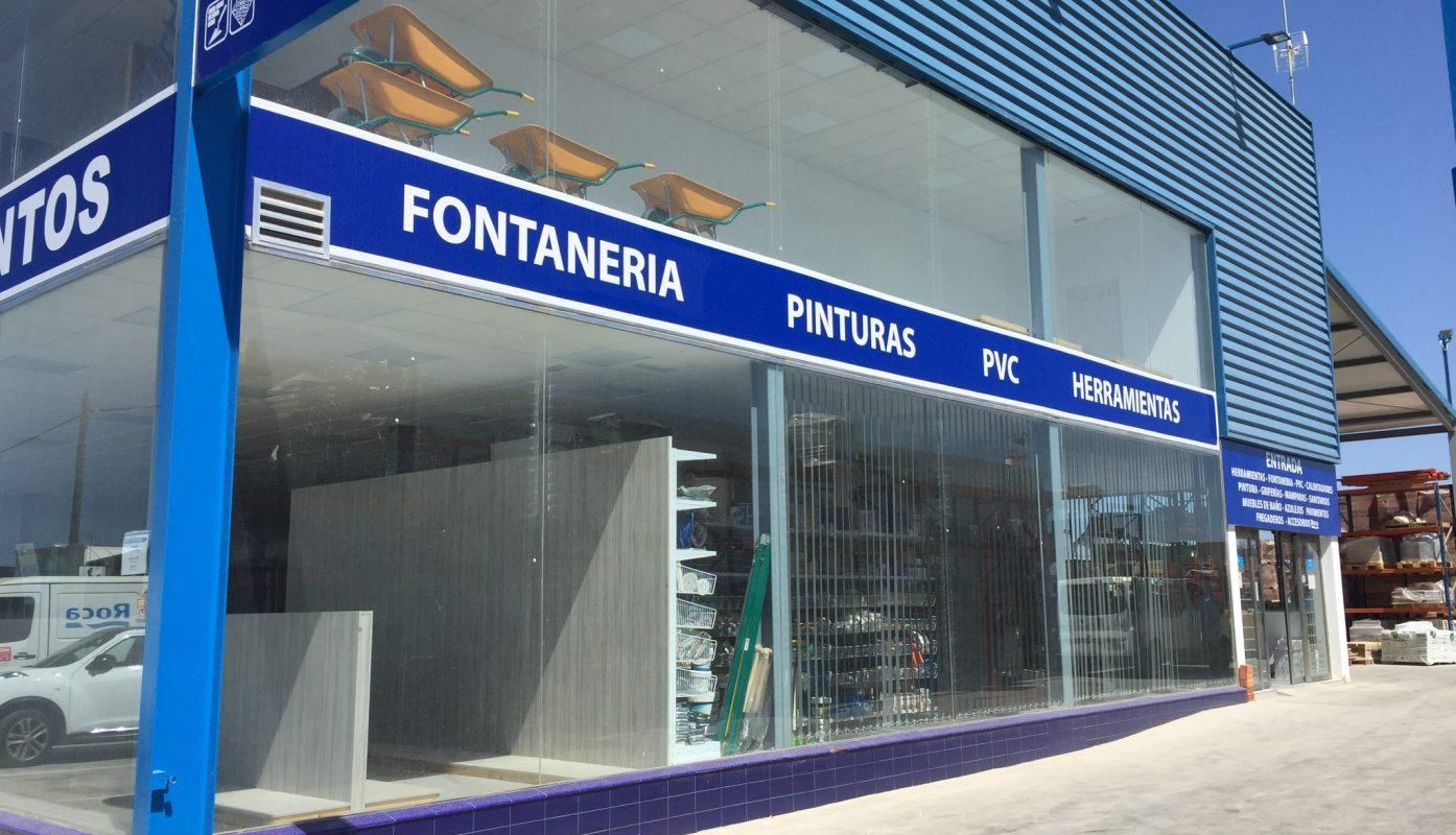 Rotulación de fachada de tienda Hnos. Garcia Pavón